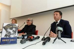 Roberto Cavalli e Matteo Renzi alla presentazione del libro Just me