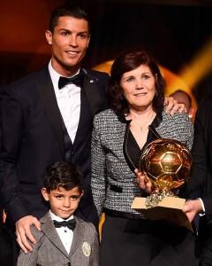 Cristiano Ronaldo consegna Pallone d'oro 2014
