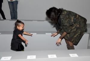 Kim Kardashian e la piccola North - Kanye West x adidas Originals