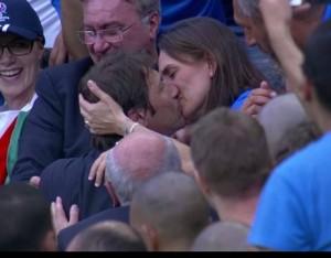 Il bacio di Antonio Conte alla moglie dopo Italia-Spagna (71%)