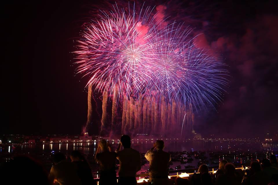 Festa Del Redentore 2016 Fuochi D Artificio Su Venezia