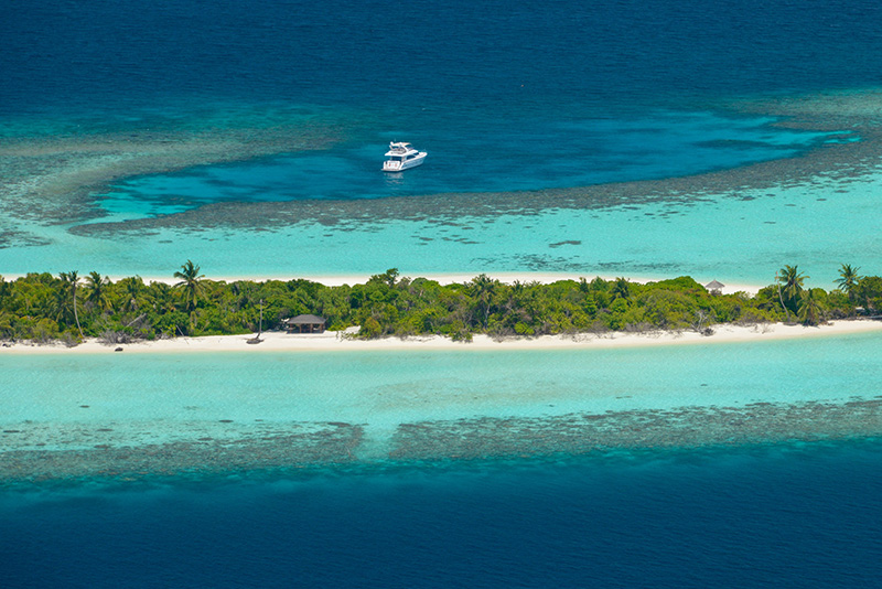 Four Seasons Private Island Maldives at Voavah, nell'atollo di Baa
