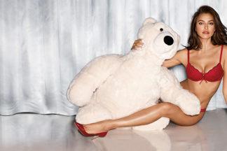 Irina Shayk per il Natale di Intimissimi