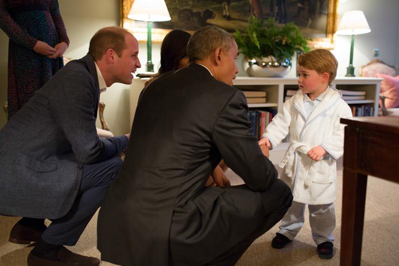Principe George in vestaglia incontra Obama