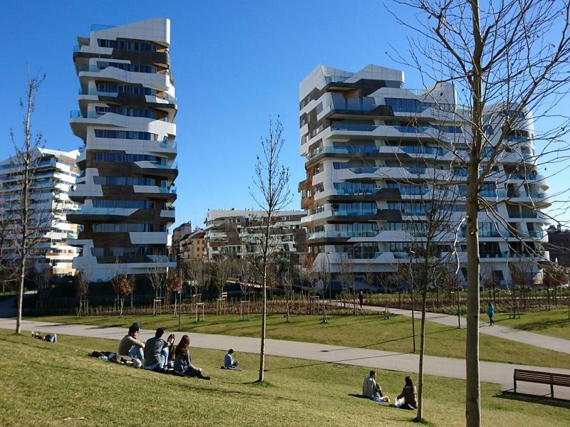 Milano citylife prende forma il nuovo polo di lusso alla for Prezzi city life milano