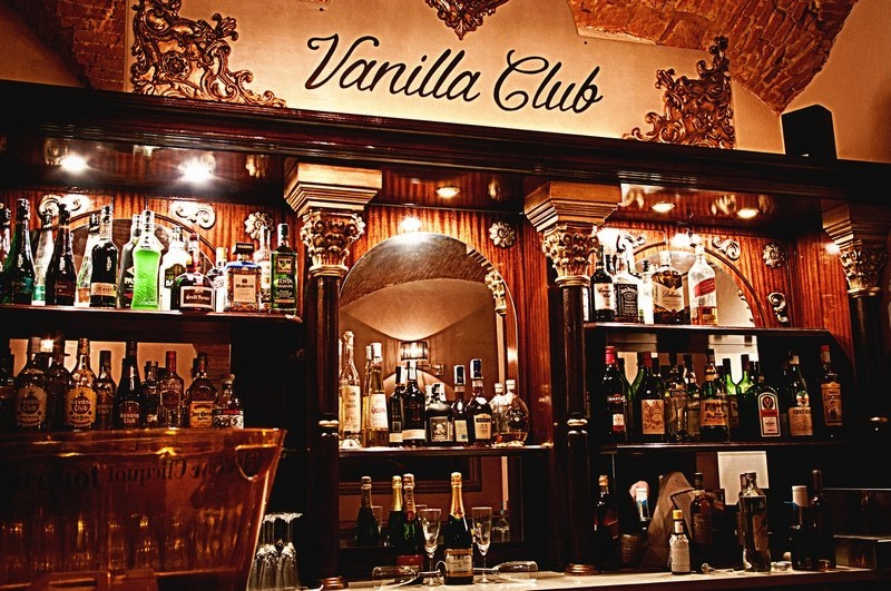 Vanilla club a firenze il primo speakeasy cocktail bar for Arredamento pub inglese