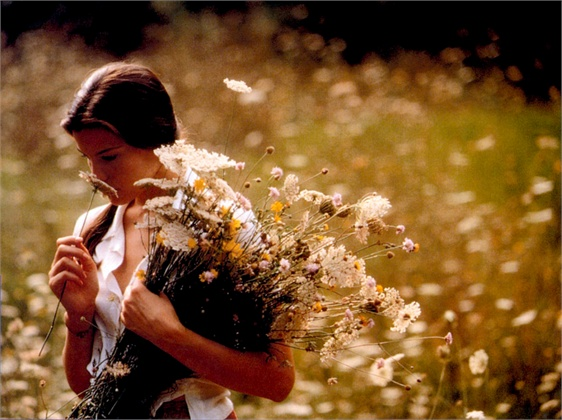 STEALING BEAUTY, Liv Tyler, 1996, TM & Copyright © 20th Century Fox Film Corp./courtesy Everett Collection