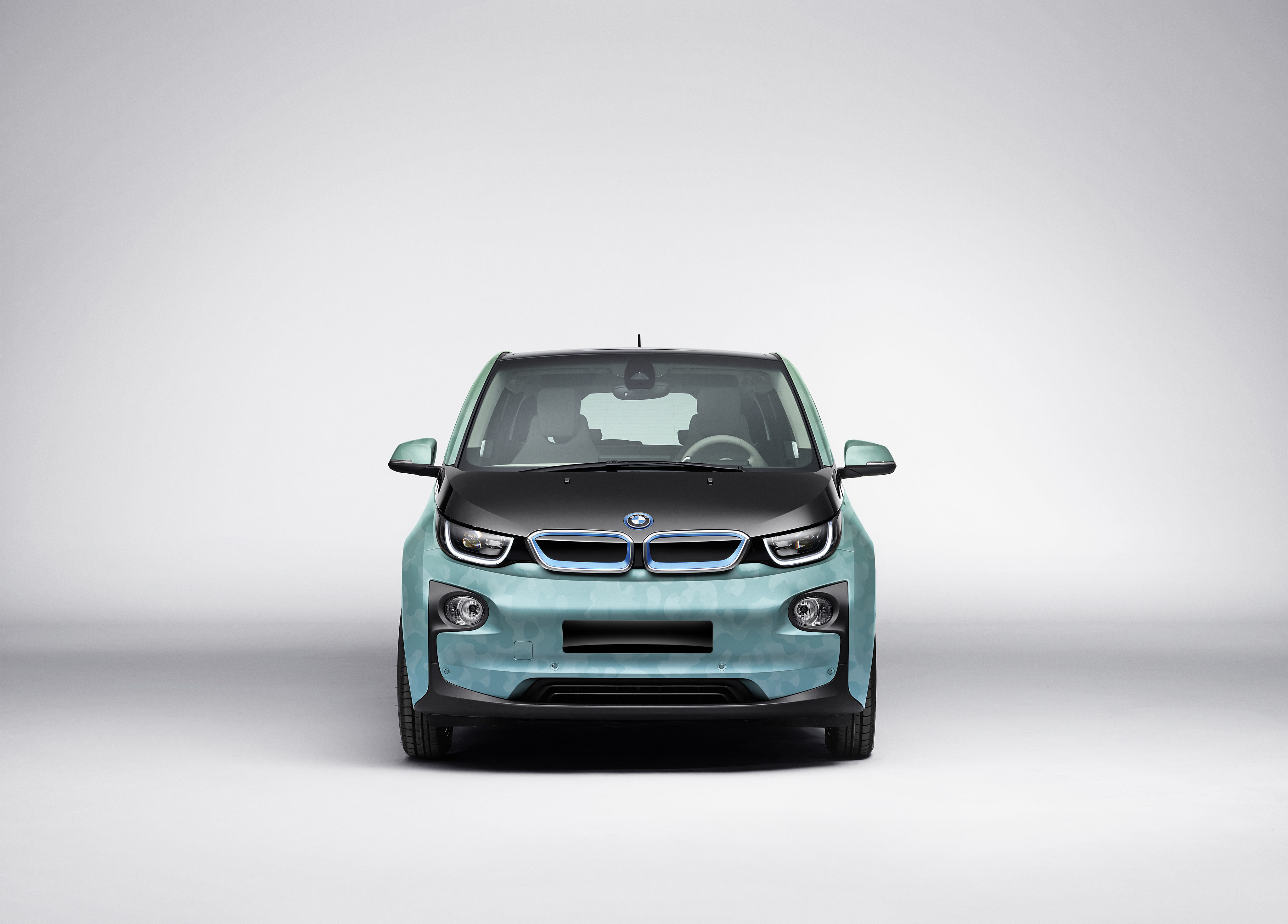 p90253657_highres_bmw-i3-with-coachell