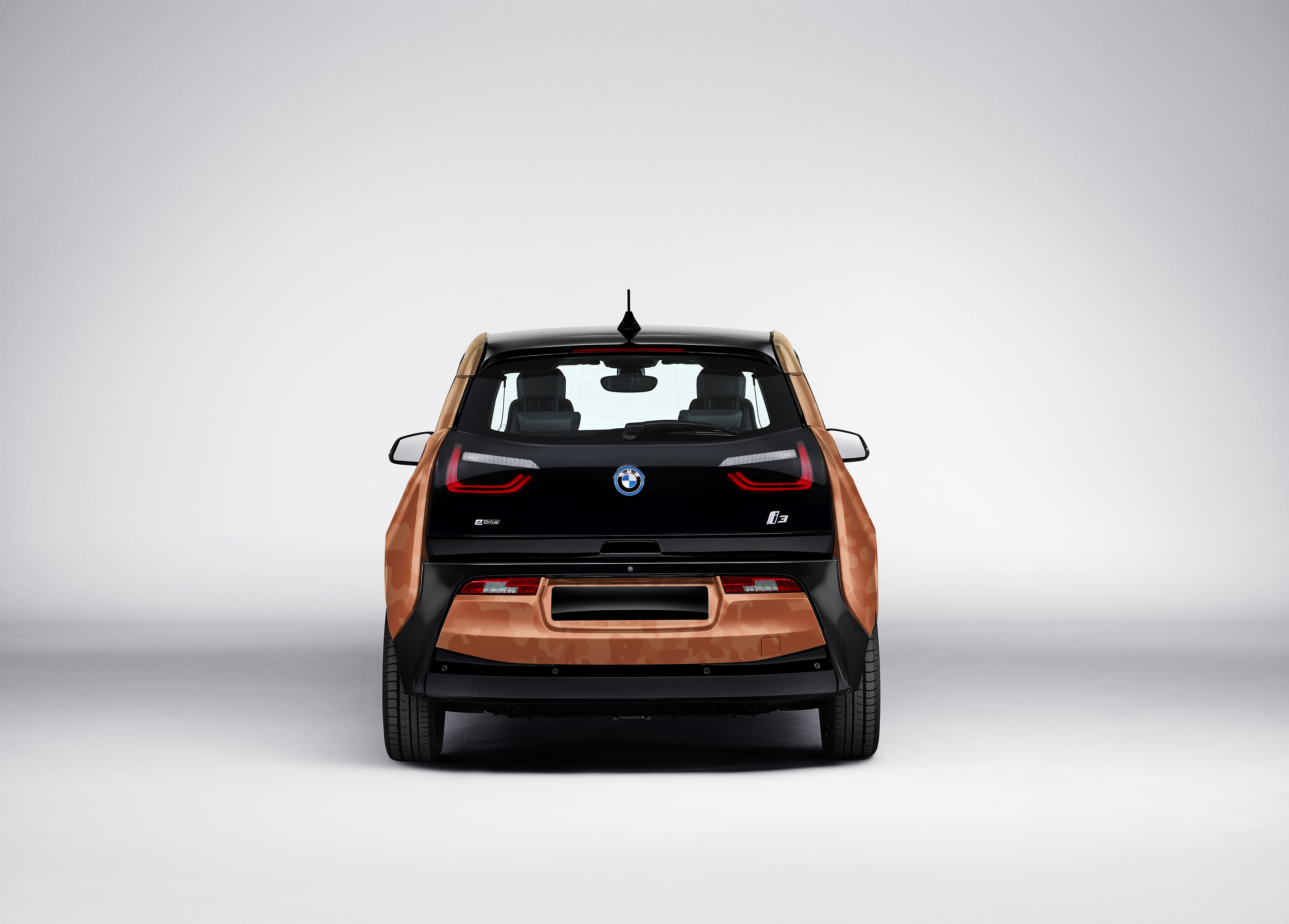 p90253658_highres_bmw-i3-with-coachell