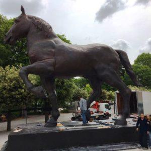 Ricostruzione Monumento Equestre in memoria di Francesco Sforza materiali compositi e struttura in acciaio; base: 10 X 4 metri; altezza, 7,80 metri