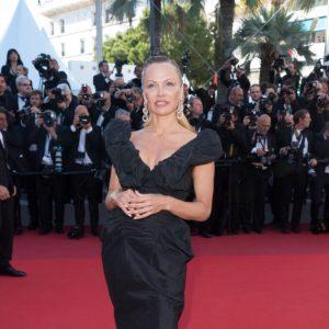 Crediti: LaPresse Cannes, 21 Maggio 2017. In occasione del Festival del Cinema di Cannes, Pamela Anderson ha indossato un abito in taffeta di seta nero con bustier della collezione Vivienne Westwood.
