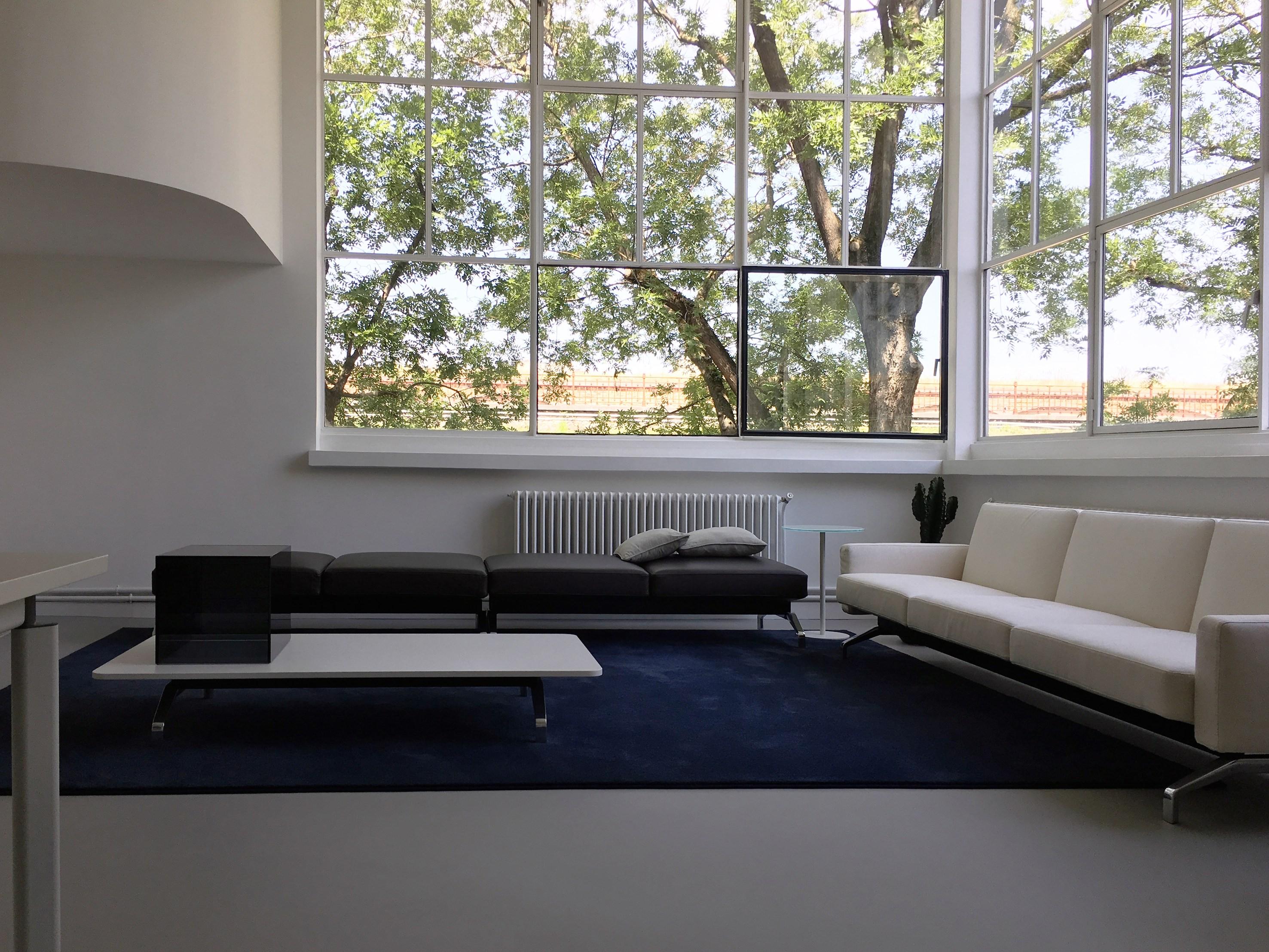Studio d 39 autore tecno sceglie la casa atelier progettata for Arredi d autore