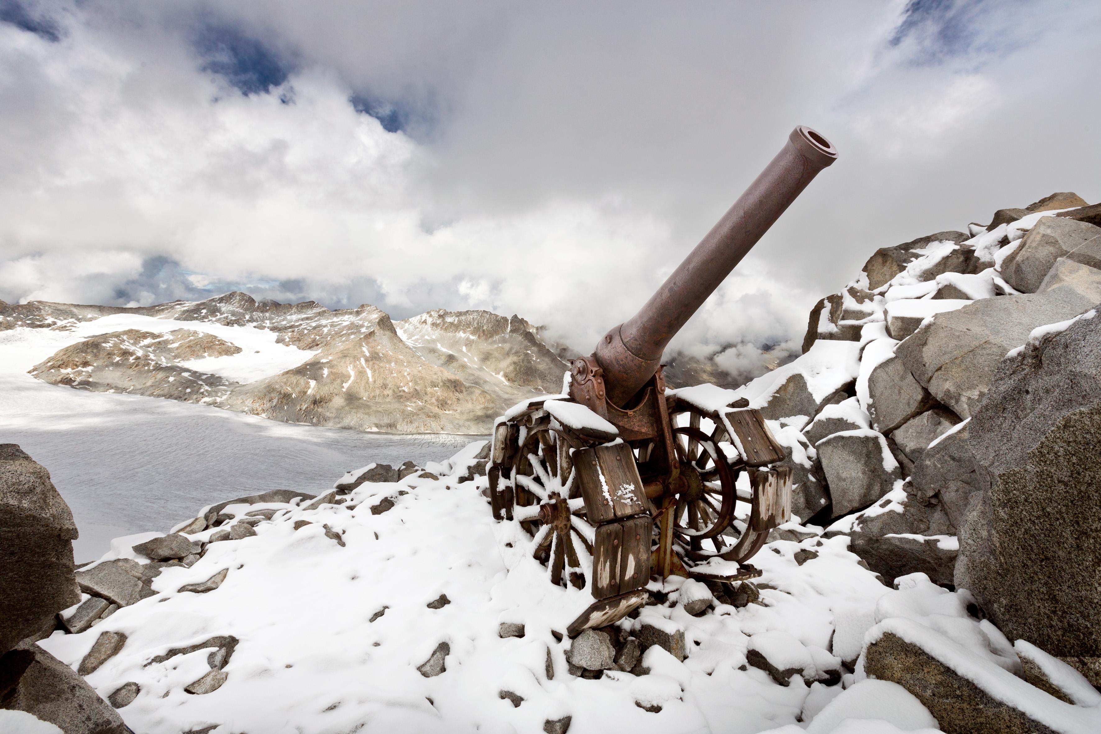 Gruppo Adamello- Cresta Croce, cannone italiano 149 G, innalzato a Cresta Croce per appoggiare l'attacco e la conquista del Corno di Cavento. Fotografia di Stefano Torrione