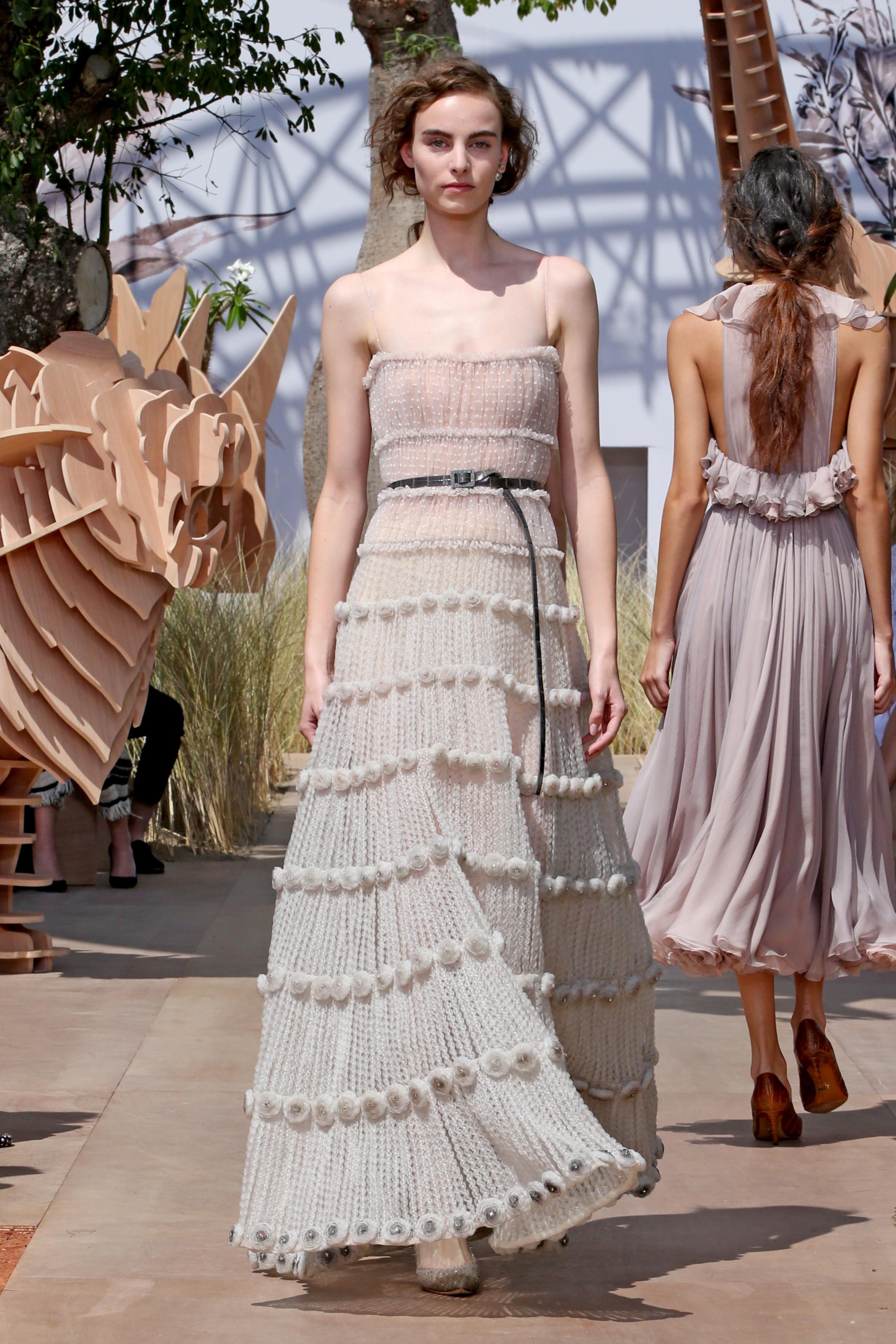 eddfca998670 Dior Haute Couture A I 2017-2018  una donna esploratrice e una ...