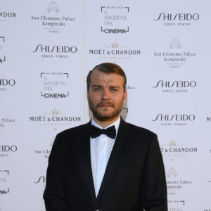 Pilou Asbeak durante il Charity Party con Moët & Chandon
