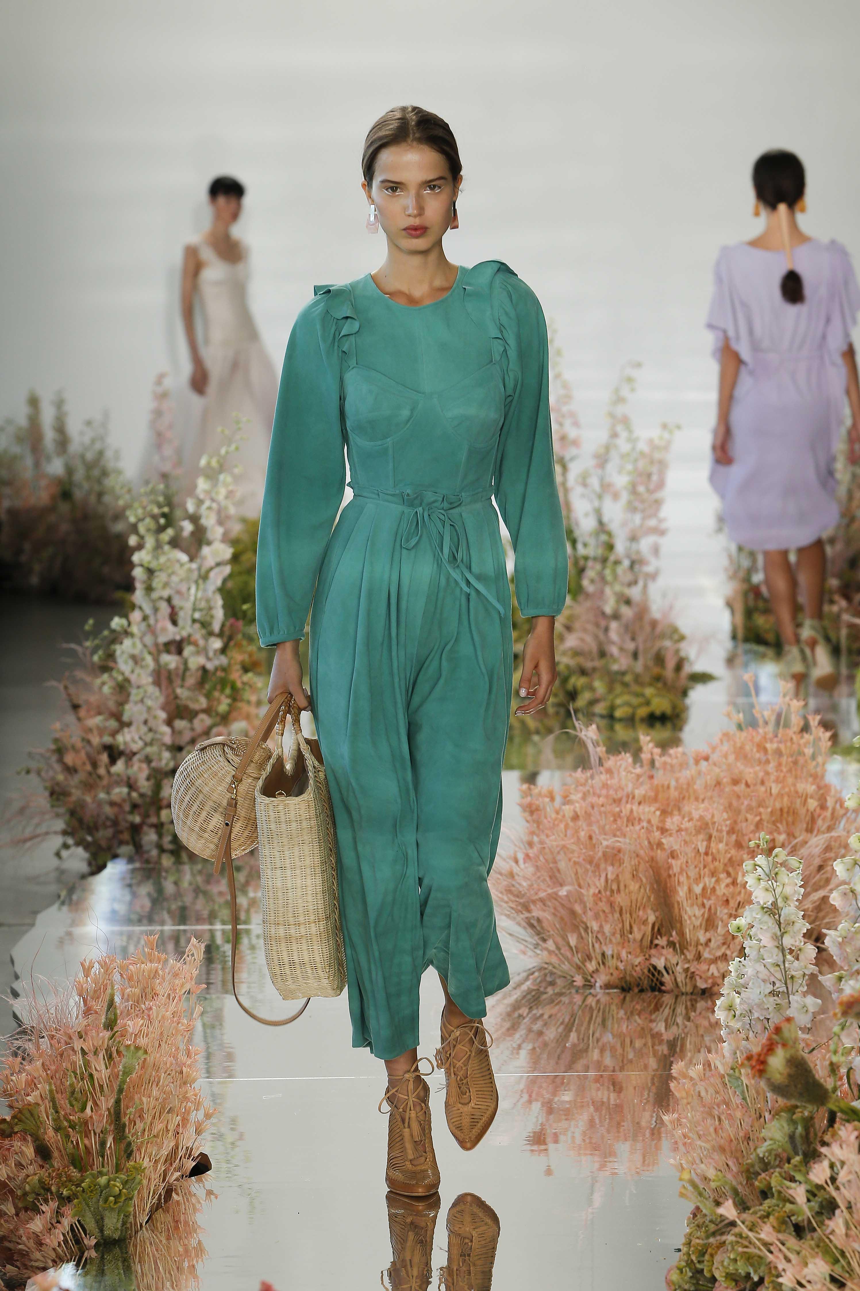 d14f4e0320 Ulla Johnson collezione Primavera/Estate 2018: l'abbigliamento come ...