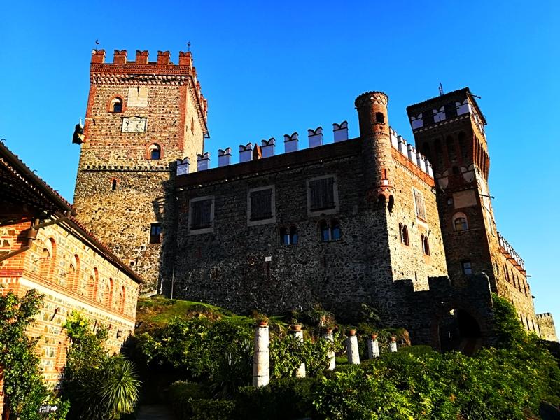 Il castello in tutta la sua maestosità