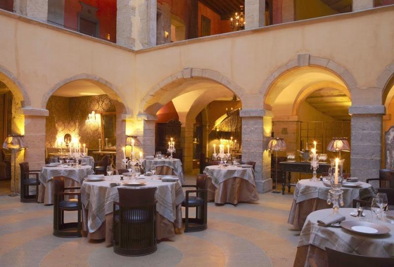 Il ristorante stellato - © Cour des Loges - G.Picout MPM A.Rico ME Brouet DR
