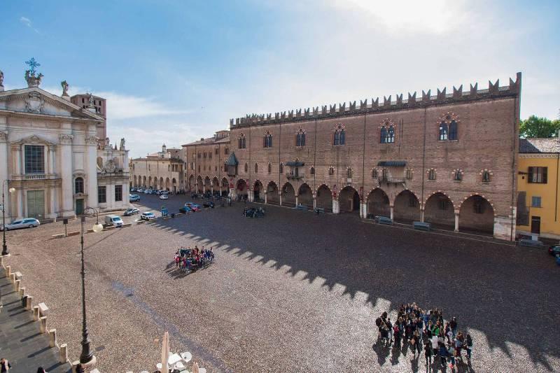 Mantova sotto la neve luxgallery for Piazza sordello