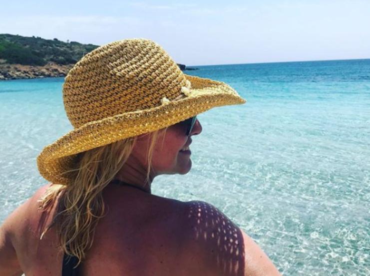 Spiagge vip, Antonella Clerici a Stintino  mare, sole e buon cibo (FOTO) 00edc6aabc
