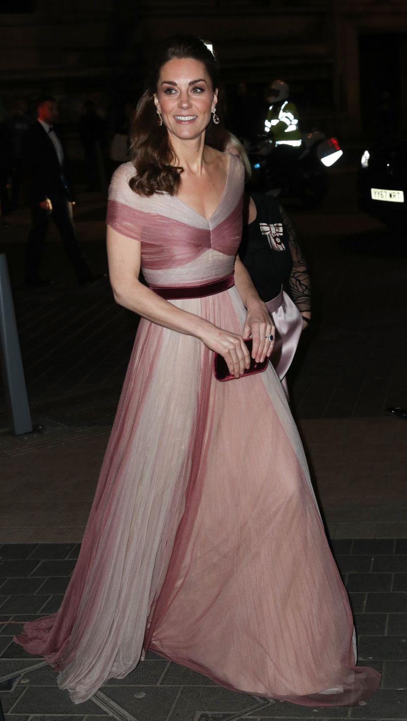 huge discount cc792 b6161 Kate Middleton e l'abito effetto trompe l'oeil firmato Made ...