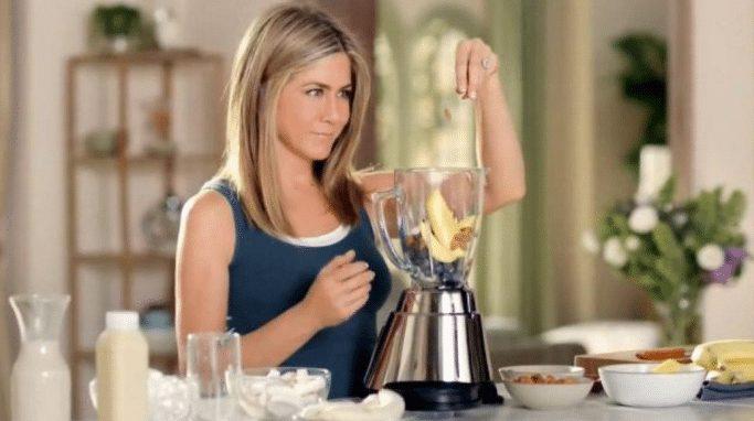 Cosa mangia Jennifer Aniston? Tutti i segreti dell'attrice della porta accanto
