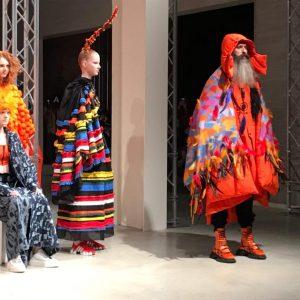 Gli usi e costumi della moda 2019: tra etno-chic e tribale
