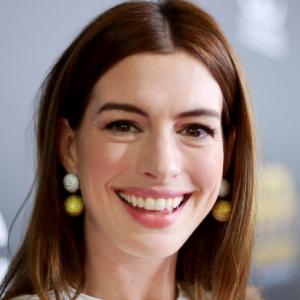 Colpi di testa: il taglio da urlo di Anne Hathaway