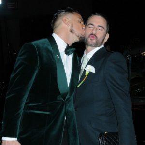 """Gigi e Bella Hadid vincono il premio """"Miglior Look"""" alle nozze di Marc Jacobs"""