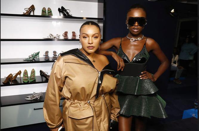 Rihanna debutta con la sua collezione Fenty Fashion: linee morbide fino alla taglia 50