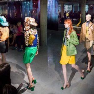 Prada Cruise 2020: Miuccia si ribella agli eccessi della moda