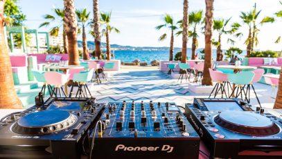 """Wi-Ki-Woo, l'hotel tutto rosa a Ibiza è il più """"instagrammabile"""" del mondo"""
