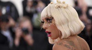 """Lady Gaga in piumino B James e stivali Zanotti dice """"No!"""" all'estate"""