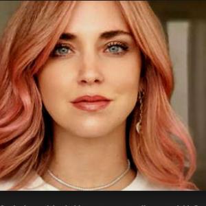 È ufficiale: il rosa è il nuovo biondo, parola di Chiara Ferragni