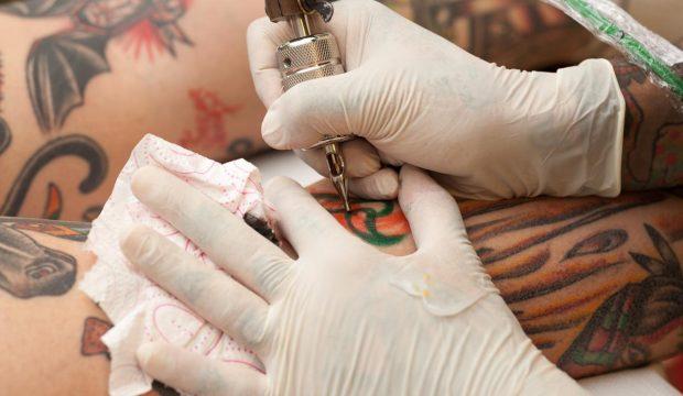 I tatuaggi top 2019 sono ricamati a punto croce: dove vai se il ricamo non ce l'hai?!