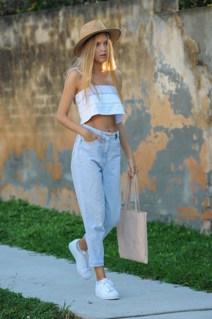 7aaabba15db9 Ormai tutti i jeans, i pantaloni, i pantaloncini o le gonne hanno  un'alternativa alla vita alta. Tutto quello che si deve fare è trovarne un  paio che vesta ...