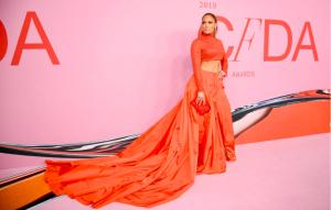 Arancione colore estate 2019: impossibile non avere un capo di questo colore