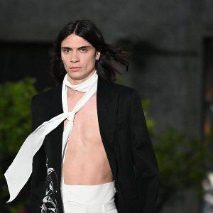 Pitti Uomo 96: Givenchy manda in passerella il Charles Baudelaire del 2019