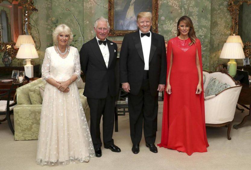 I Trump all'Ambasciata americana di Londra: metà della famiglia reale diserta l'evento (tranne Carlo e Camilla)