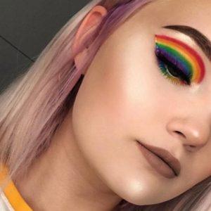Il mese del Gay Pride è qui ed il trucco arcobaleno diventa necessario!