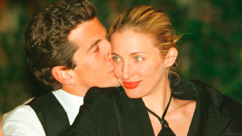John Kennedy Jr. e Carolyn Bessette: una storia d'amore tormentata finita in tragedia