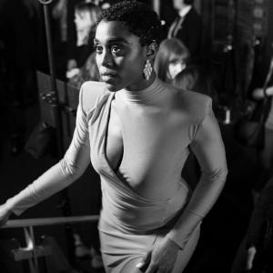 Lashana Lynch è il nuovo 007: donna, nera e bellissima