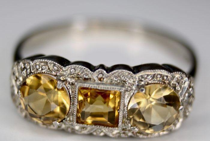 Gli anelli di fidanzamento più costosi tra i VIP