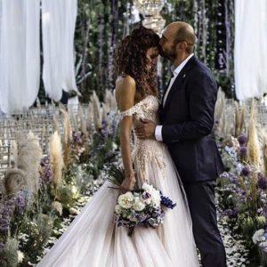 Paola Turani e il suo matrimonio da favola: pienone di vip e lacrime