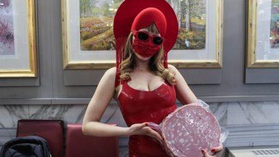Chi è Myss Keta, l'artista pop super fashion di cui non si conosce ancora il volto