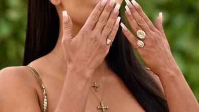 La french manicure alla Kardashian è tornata, ma con una bella novità