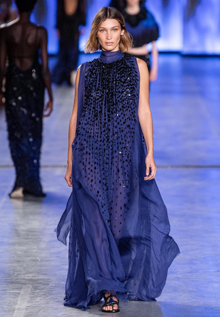newest 4453f f18c9 Alberta Ferretti Milano Fashion Week: la moda anni '70 torna ...