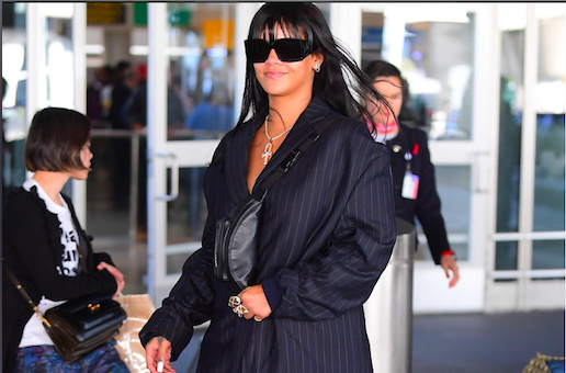 Rihanna come scarface in completo giacca e pantaloni gessato