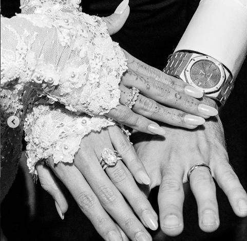 Hailey Bieber e il suo abito da sposa firmato Off-White