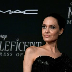 Angelina Jolie premiere Maleficent: Mistress of Evil. Bellissima!